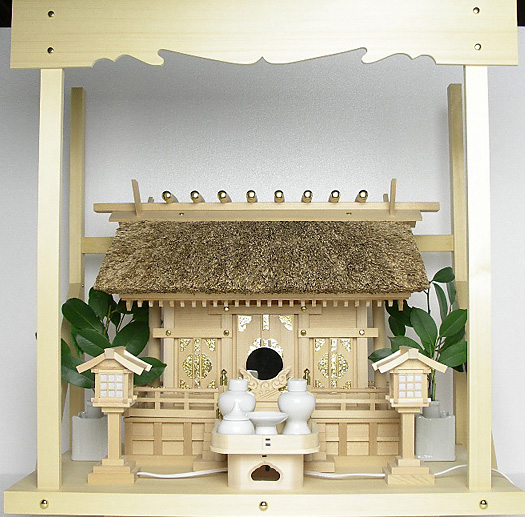神棚 茅葺三社宮〈K-17〉+神具セット(ハーフ・小)+神棚板+雲板(中)のセット