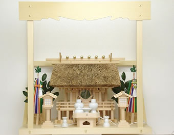 神棚 茅葺一社宮 正殿型〈K-9'〉+神具セット(フル・小)+神棚板+雲板(中)のセット